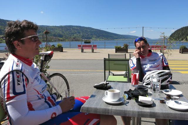 Pause café au Pont avec splendide vue sur le lac de Joux